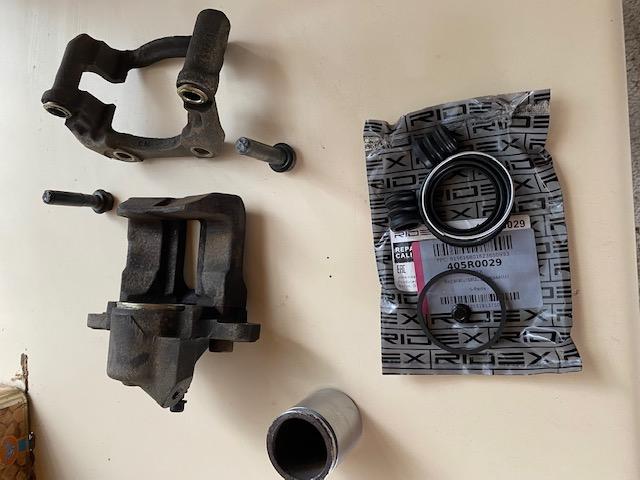 [18]  205 GTI 1L9 130cv - AM87 - Gris Graphite Img_4714
