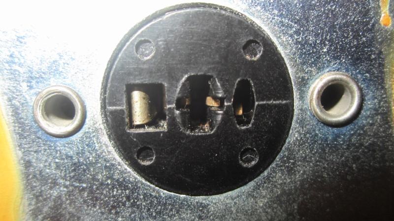 Info su connettore uscita magnetofono Rhodez Uscita10