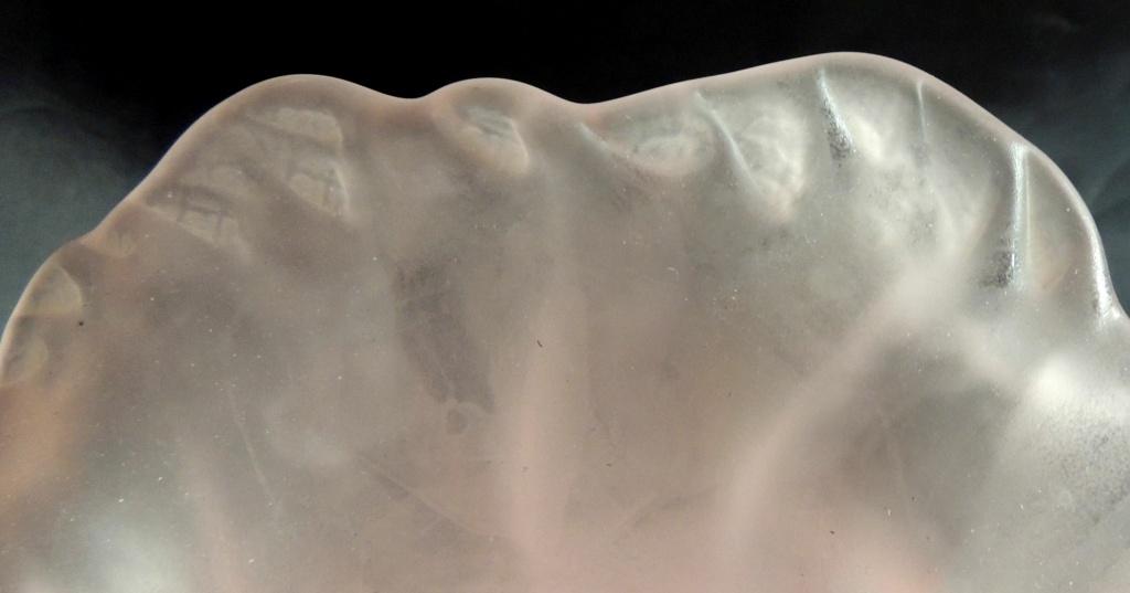 Vase Tulipe en verre ou pâte de verre rosée non signé Vase_t12