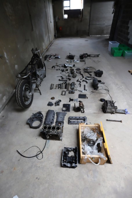 A frame, 2 engines, 8 brake callipers and 4 boxes of unknown parts Img_7610