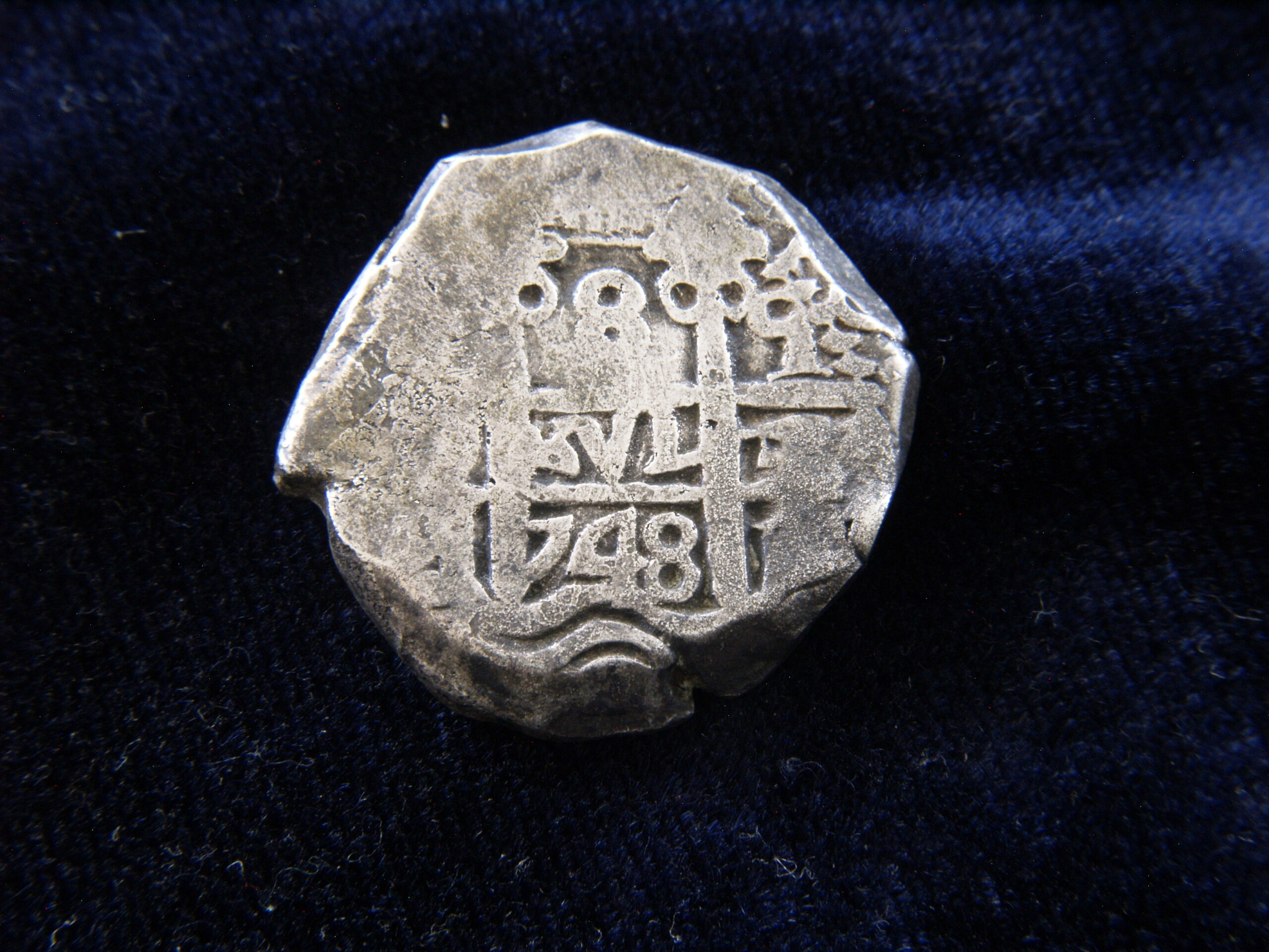 Identificación de ceca - 8 reales macuquinos de 1748 _1019222