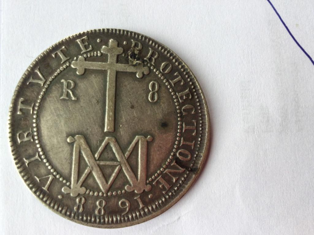 8 Reales Carlos V 1688 B3b78810