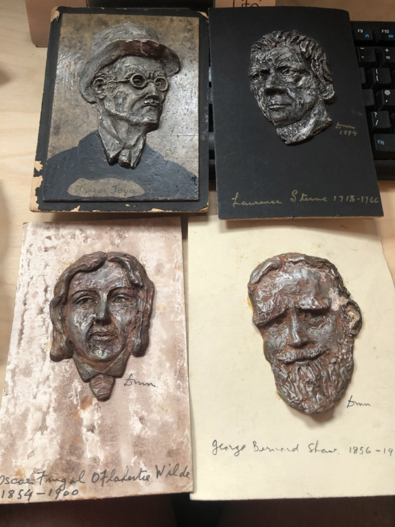 Set of 4 clay (?) sculpted Irish author heads 087a6410
