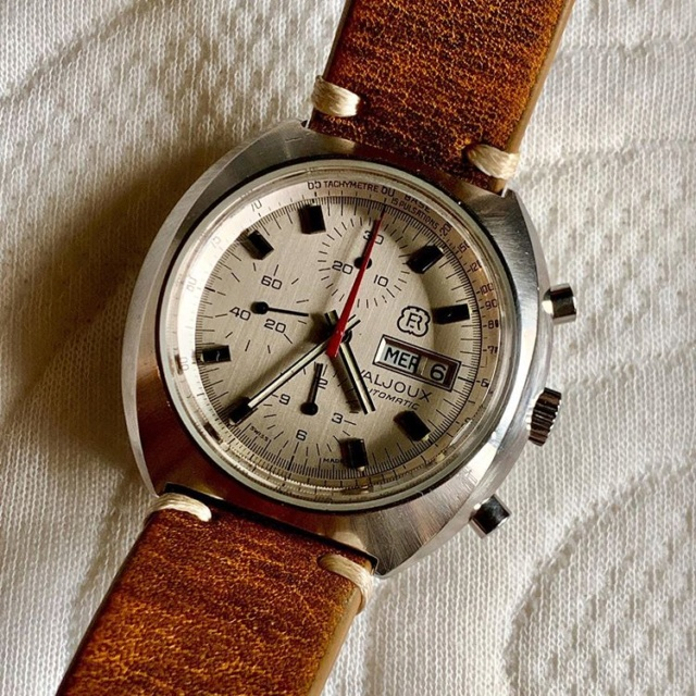 [Postez ICI les demandes d'IDENTIFICATION et RENSEIGNEMENTS de vos montres] - Page 25 Rado_710