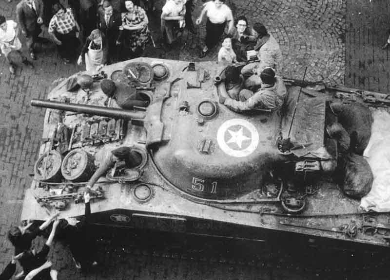 Taille et position des marquages d'un Sherman de la 2ème DB  Db_vue10