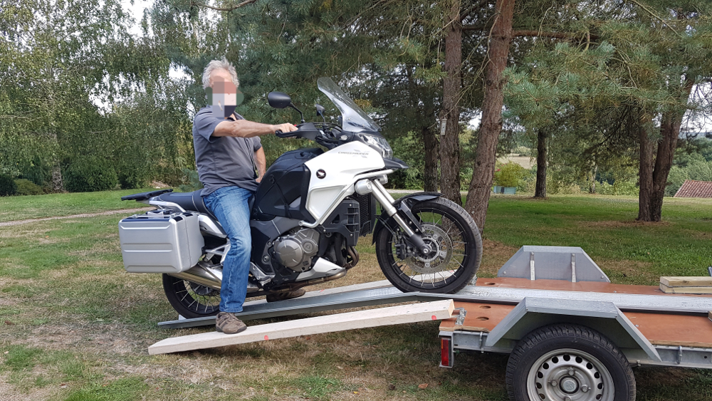 Remorque, moto perpendiculaire. B14