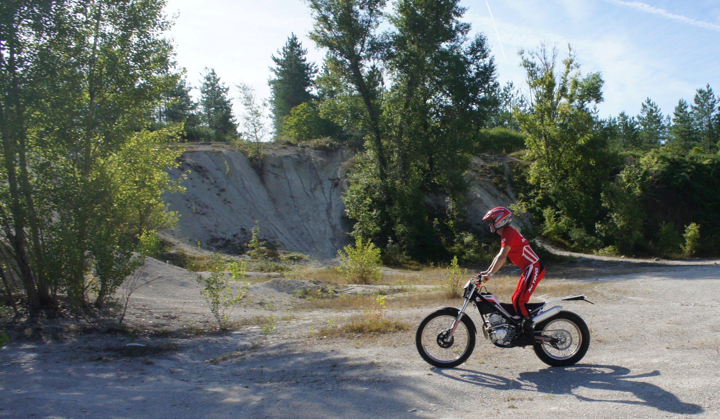 La CRF250L, la TTR 250, bref, les trails/enduro légers....quelqu'un a déjà essayé ? Et la Beta Alp 200cc....? - Page 19 Dsc07610