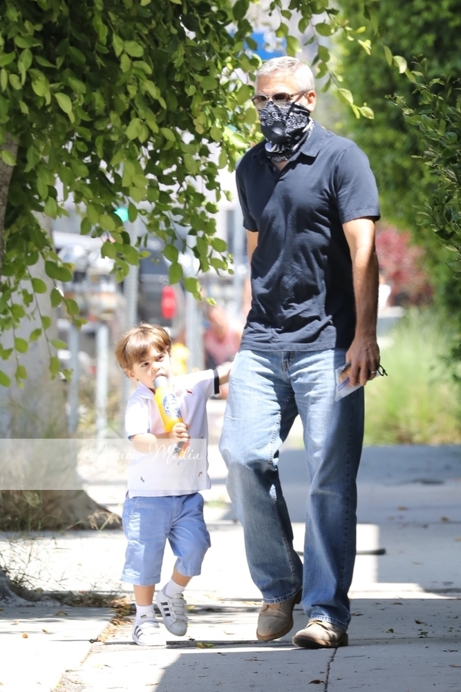 George takes Alexander to opthalmologist  in Los Angeles Lgn49211