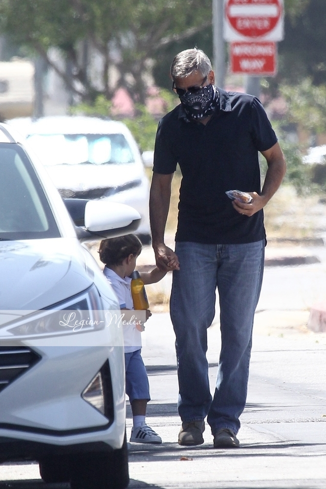 George takes Alexander to opthalmologist  in Los Angeles Lgn49217