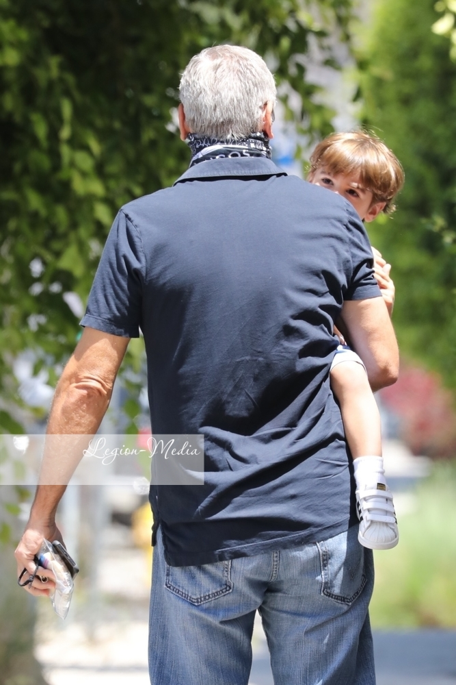 George takes Alexander to opthalmologist  in Los Angeles Lgn49222
