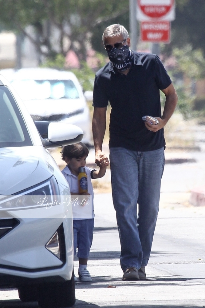 George takes Alexander to opthalmologist  in Los Angeles Lgn49225