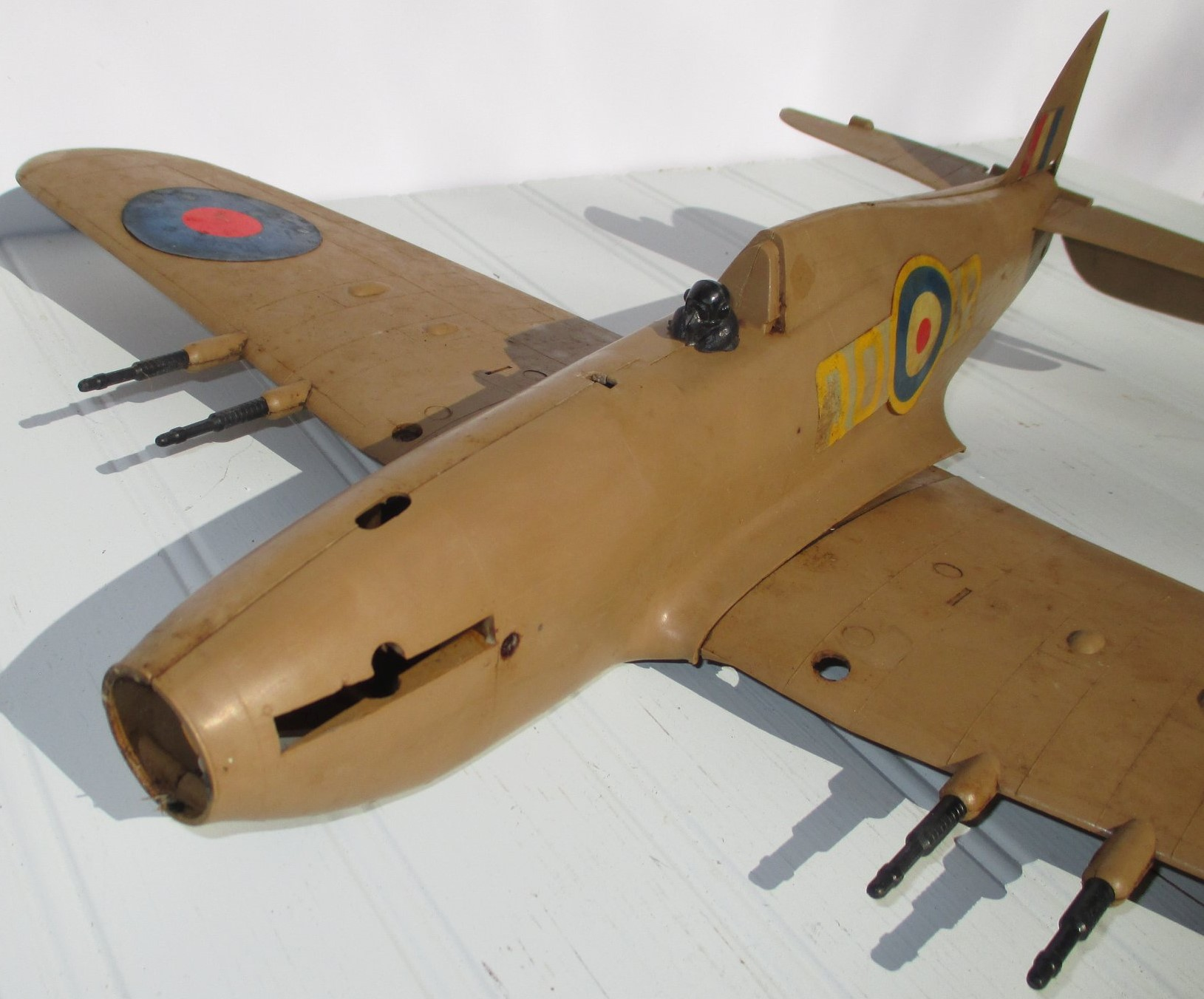 KEIL KRAFT Hawker Hurricane 1962 version with inverted COBRA .049 engine (Made in England).  81321910