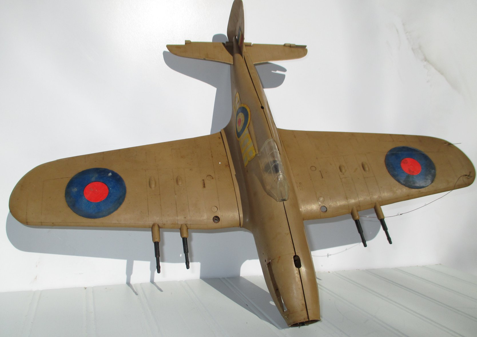 KEIL KRAFT Hawker Hurricane 1962 version with inverted COBRA .049 engine (Made in England).  81616310