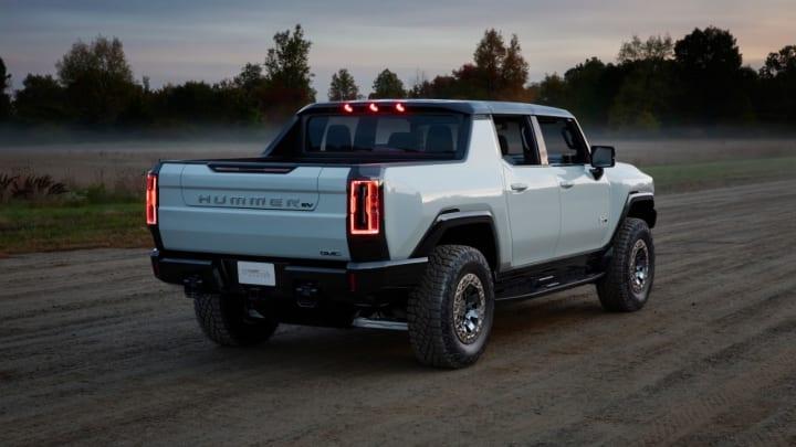 Voilà le nouveau Hummer est arrivé ; GM dévoile le Hummer EV en tant que `` premier supertruck au monde '' pour 112600 $ à partir de 2021 10675313