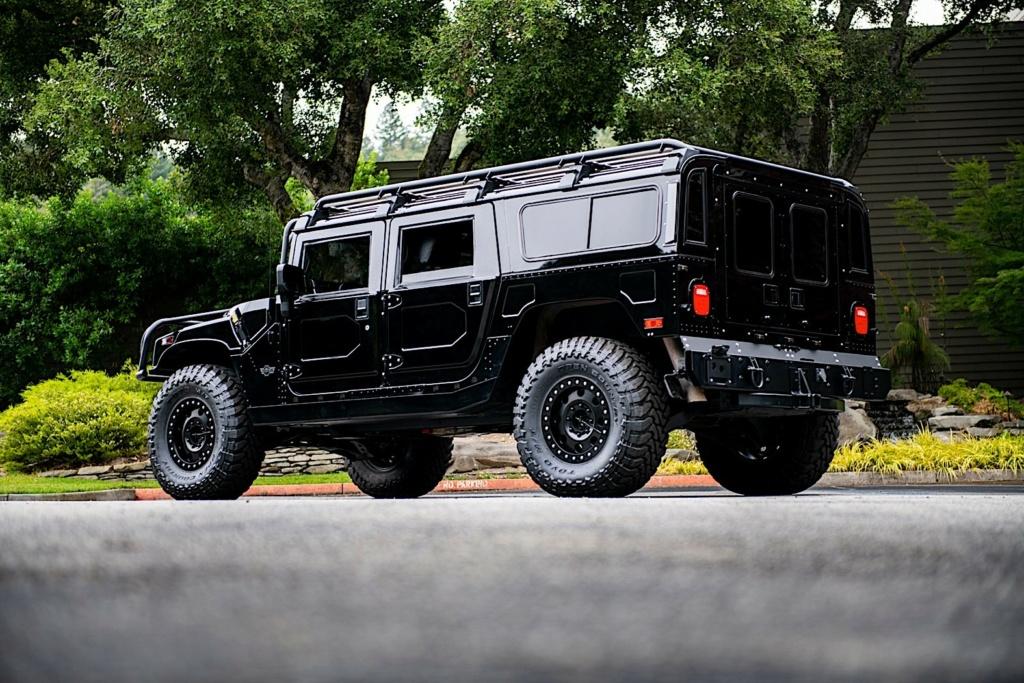 Le club Hummerbox vous présente Zeu Hummer H1 wagon Alpha de 2006 avec un Pack annoncé de $100K en Upgrades 2006-h15