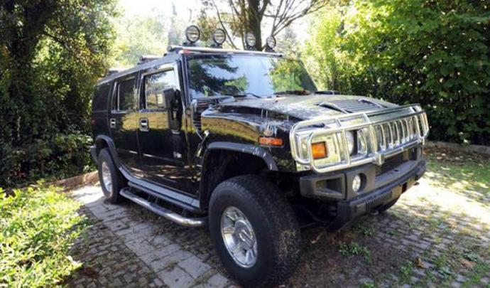 Insolite : le Hummer H2 de la famille Kadhafi abandonné sur un parking ! 46503810