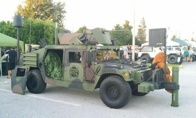 Qui veut acheter un Humvee armé et homologué ? 71248910