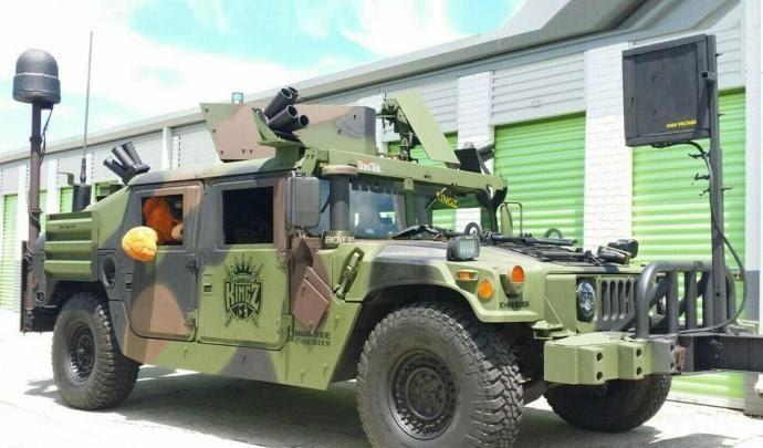Qui veut acheter un Humvee armé et homologué ? 71252710