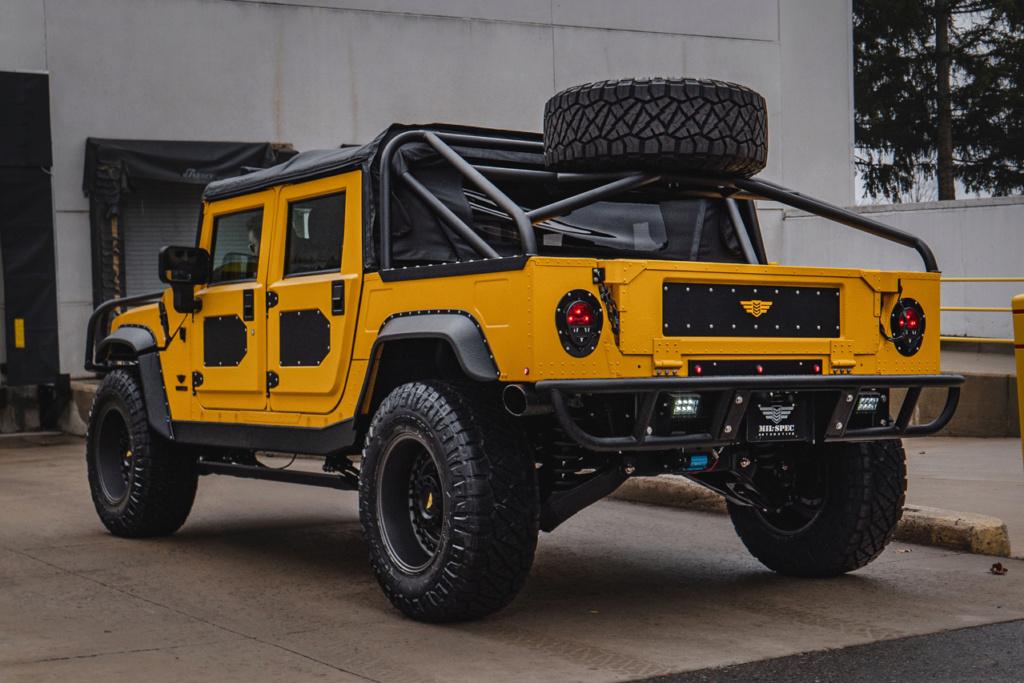 Le Hummer M1-R de Mil-Spec est un chef-d'œuvre monstrueux de 412 000 $ et 800 HP Des milliers d'heures ont été consacrées au processus de restauration de cet ultime Hummer. Mil-sp10