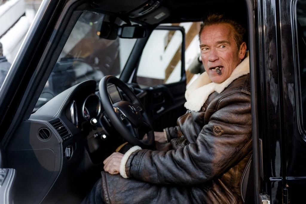 Arnold Schwarzenegger se balade en Hummer électrique S0-apr10