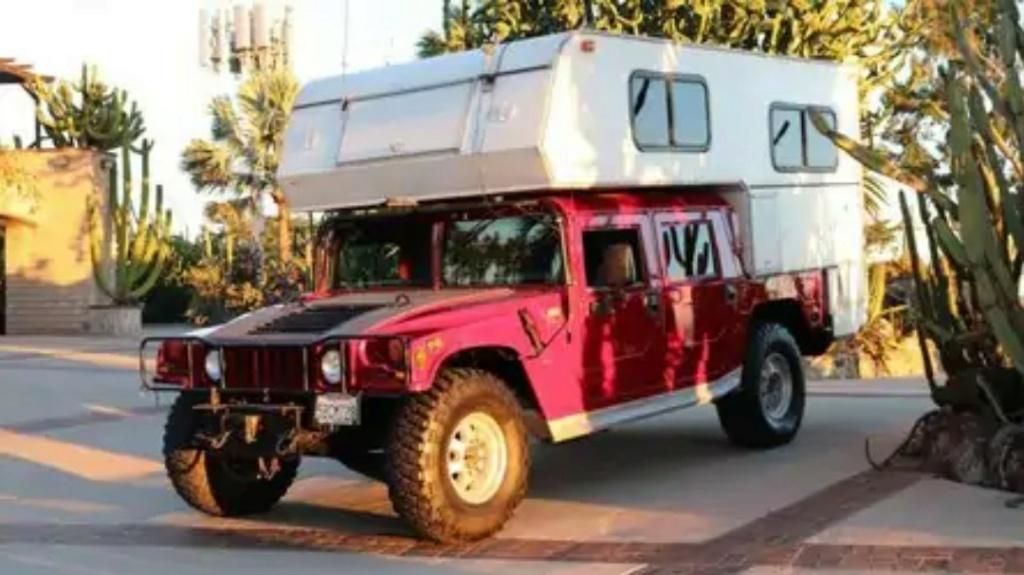 Ce Hummer H1 transformé en camping car de l'extrême est à vendre à $25 000 seulement Screen16