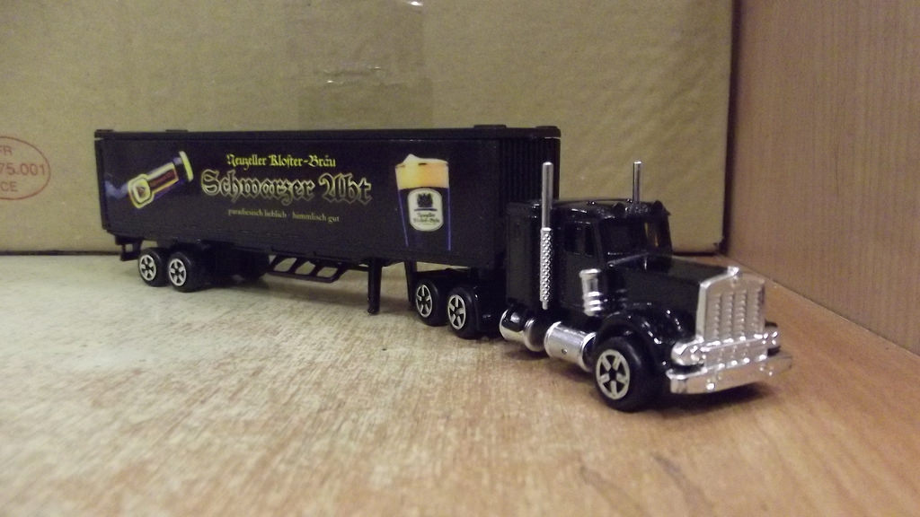 N°604 Kenworth W900 + Semi Container 38479410