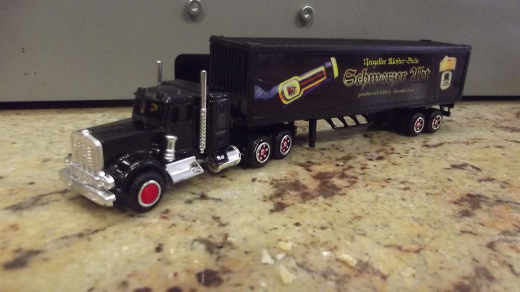N°604 Kenworth W900 + Semi Container 41095210