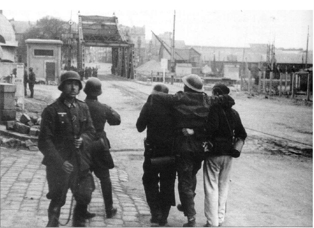 """Opération """"Chariot"""" - Saint Nazaire 28 mars 1942 (Vosper MTB 74 - Italeri 1/35) - Page 3 Pont_l10"""