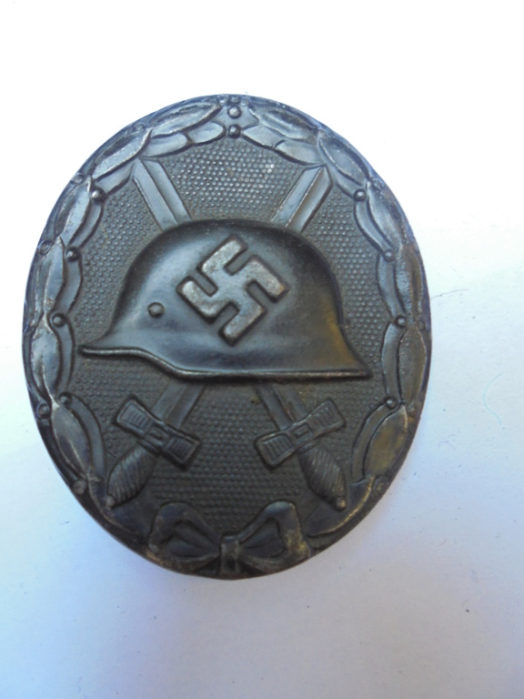 coin de col ss / divers insignes allemand a identifier merci  Dsc07739