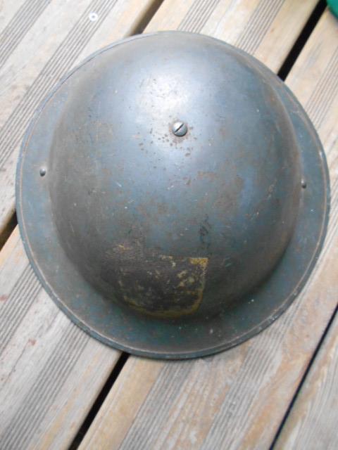 casque anglais 1942 ou autre a insigne ? Dscn6111
