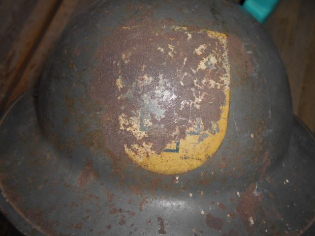 casque anglais 1942 ou autre a insigne ? Dscn6113