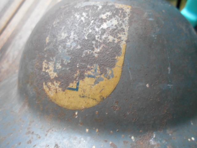 casque anglais 1942 ou autre a insigne ? Dscn6114