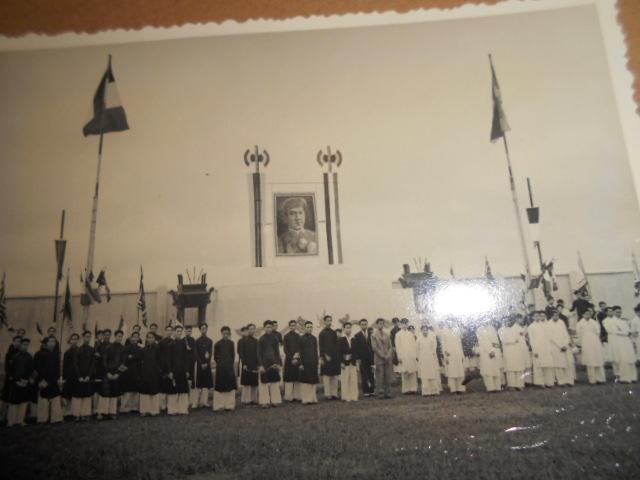 3 albums photos 1942 /43 resident supeieur au tonkin sous vichy Dscn6829