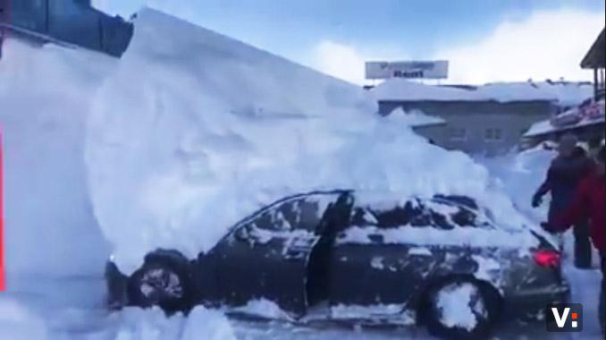 Telo incollato dal ghiaccio alla carrozzeria Neve10