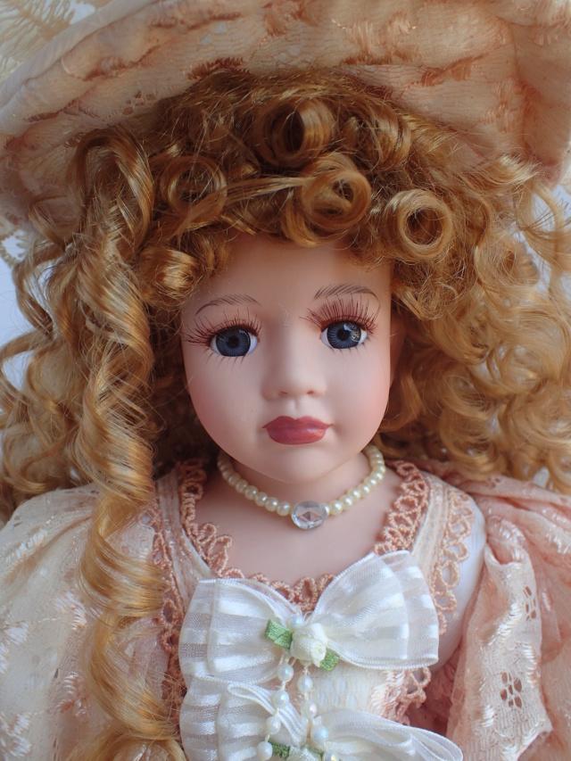 Donne 11 poupées de porcelaine P7209310