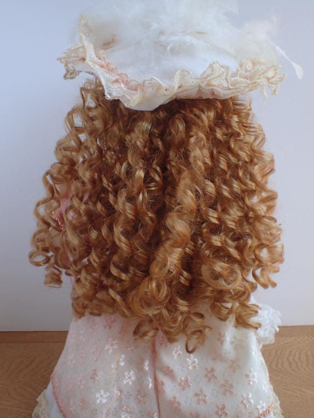 Donne 11 poupées de porcelaine P7209311