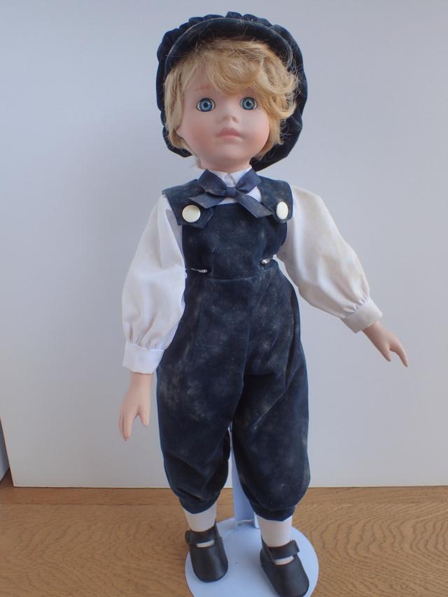 Donne 11 poupées de porcelaine P7209315