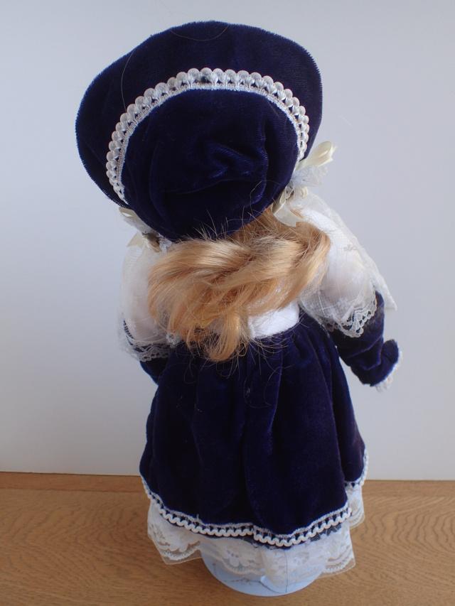 Donne 11 poupées de porcelaine P7209316