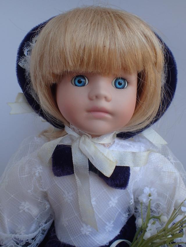 Donne 11 poupées de porcelaine P7209317