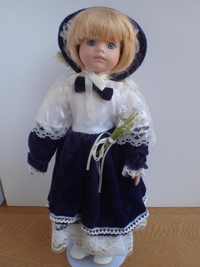 Donne 11 poupées de porcelaine P7209318