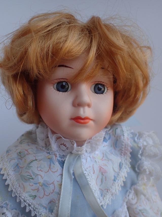 Donne 11 poupées de porcelaine P7209319