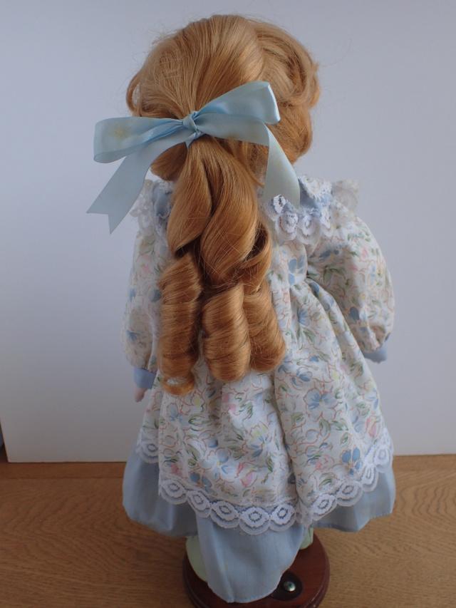 Donne 11 poupées de porcelaine P7209320