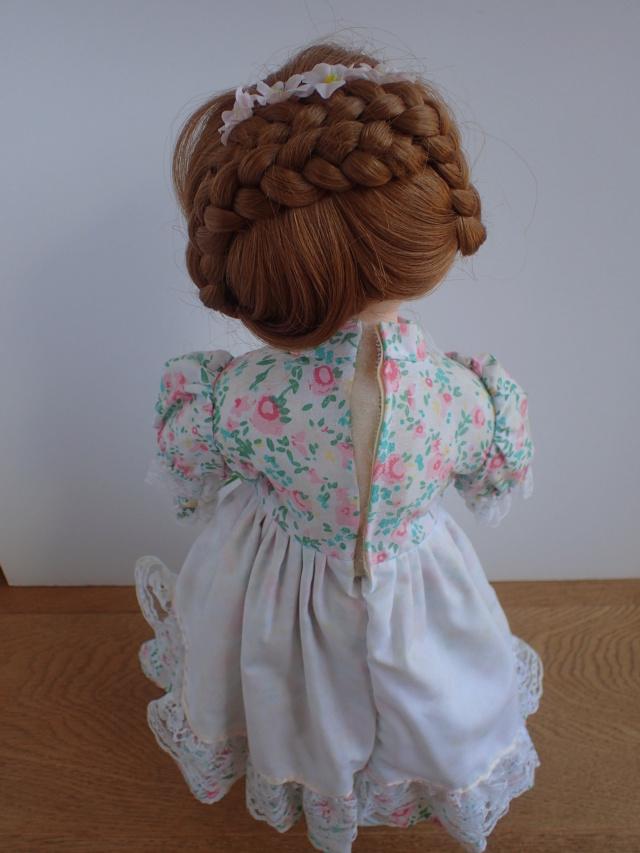 Donne 11 poupées de porcelaine P7209323
