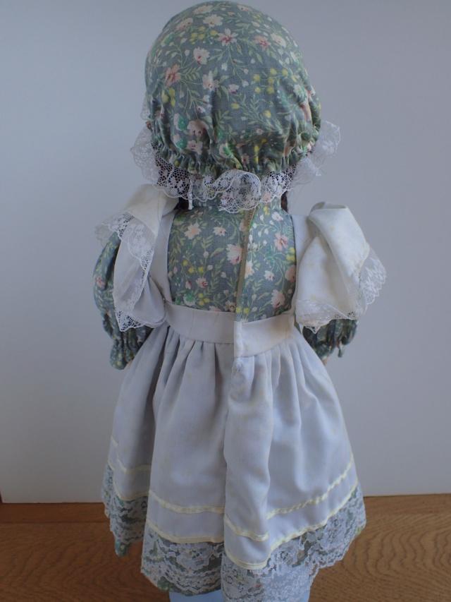 Donne 11 poupées de porcelaine P7209325
