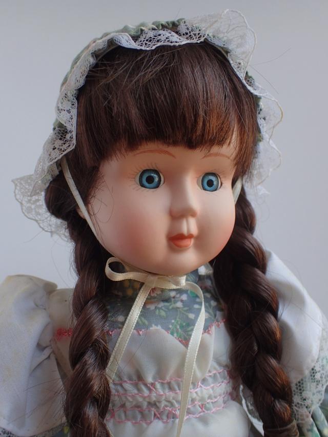 Donne 11 poupées de porcelaine P7209326