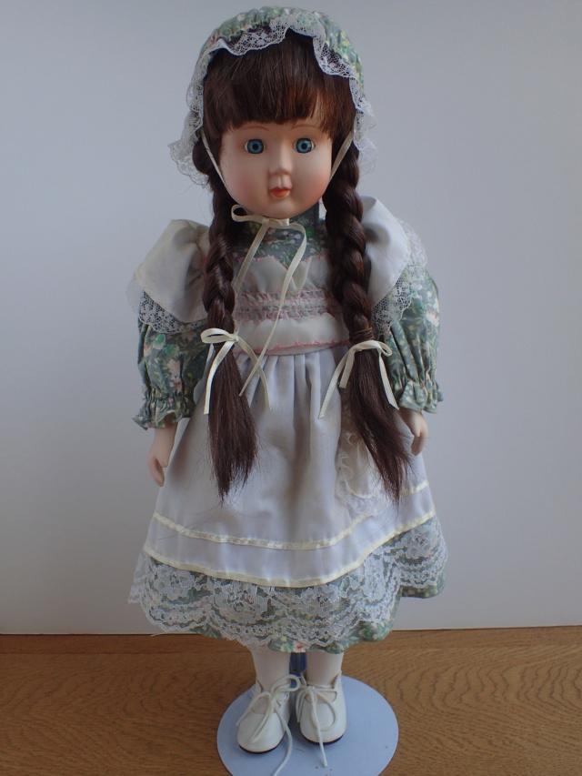 Donne 11 poupées de porcelaine P7209327