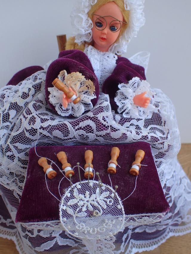 Donne 11 poupées de porcelaine P7209328