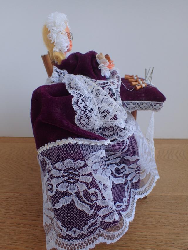 Donne 11 poupées de porcelaine P7209329
