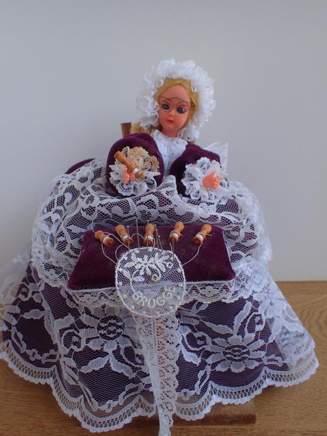 Donne 11 poupées de porcelaine P7209330