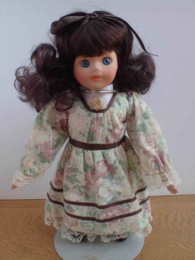 Donne 11 poupées de porcelaine P7209331